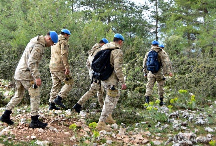 Kayıp Vatandaşı Sarp Arazide Komandolar Arıyor