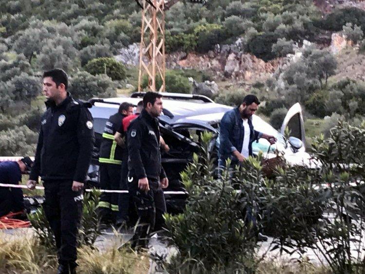 Hafif Ticari Araçla Otomobil Çarpıştı: 2 ölü, 3 yaralı!
