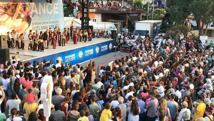 Meydanda Dans Festivali Var!