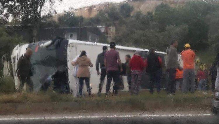 Yolcu Otobüsü Devrildi; Ölü ve Yaralılar Var!