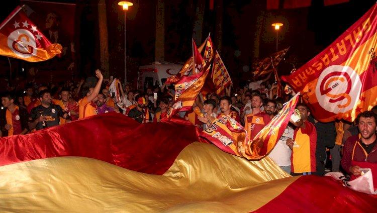 Galatasaraylılar Şampiyonluğu Kutladı
