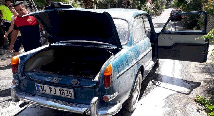 1964 Model Klasik Otomobilde Yangın