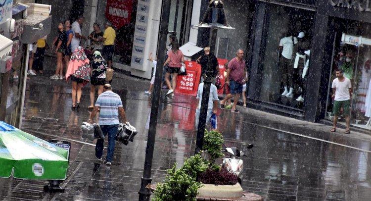 Marmaris Yağmur Hazırlıksız Yakalandı