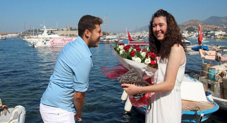 Evlilik Teklifi Denizden Geldi...