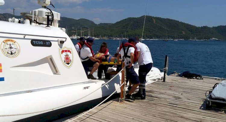 Tekne Turunda Rahatsızlanan 2 Turiste Yardım